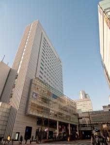 秋葉原駅前のビルの画像