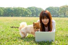人と犬の写真