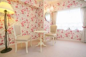 703号室、バラ柄のお部屋