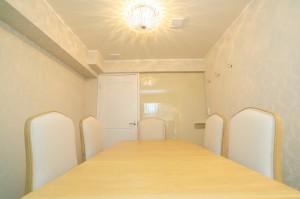 ローラアシュレイフロア701号室、6人部屋