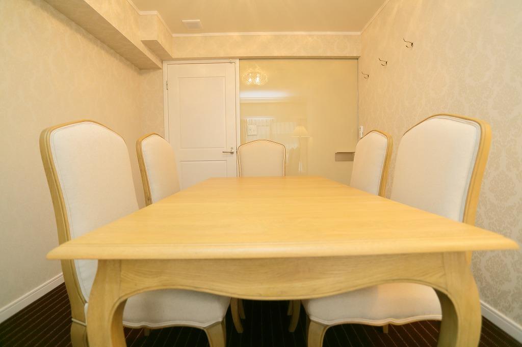 ローラアシュレイの会議室