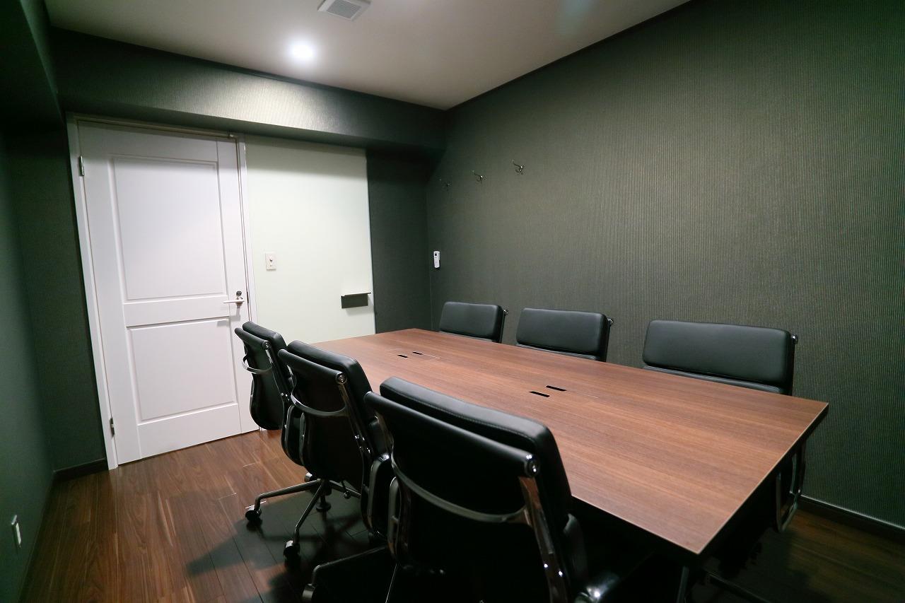 英国調の会議室