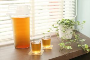 麦茶とグラス