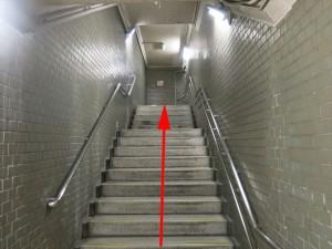 17.共通:階段を上ります