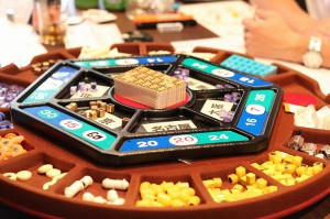 戦略マネージメントゲームで使用されるボード。こんなに小さなボードの中で会社経営が行われます。