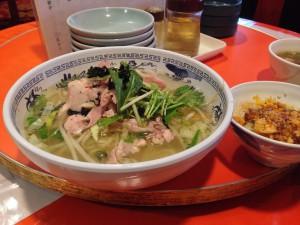 鳥塩味湯麺と半チャーハンのセット