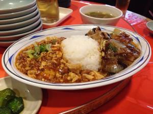 麻婆豆腐と茄子と肉野菜炒めの2色丼