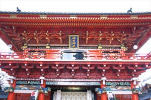 真っ赤な山門を持つ神田明神(神田神社)