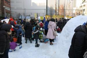 小川町の公園に大量の雪が運び込まれた様子