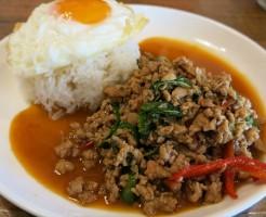 タイ料理の定番ガパオランチです