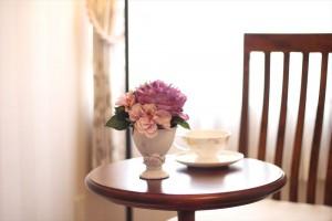 702号室に飾られたローラアシュレイのフラワーインテリア