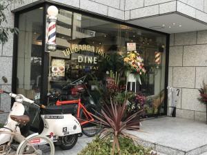 靖国通り側から見たTHE BARBA TOKYO