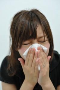 花粉症に悩む女子