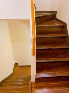 ist Villageサロン内の階段でも足腰を鍛えられます