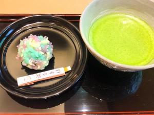 生菓子とお抹茶の写真